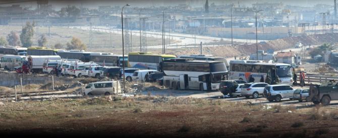 Siria: Assad evacua i profughi, l'Isis brucia i pullman. E l'Onu fa polemica