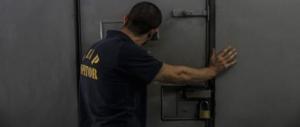 Minaccia i poliziotti e distrugge la cella: sos degli agenti nelle carceri