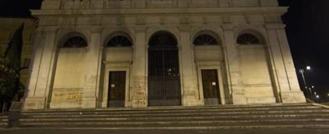 Roma, rubava le offerte dei fedeli alla Scala Santa e finisce in manette
