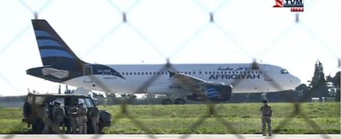 Libia, dirottato su Malta un aereo con 118 persone a bordo