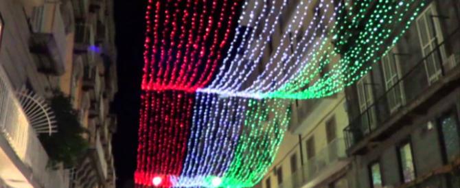 La guerra delle luci natalizie: Napoli le accende in polemica con De Luca