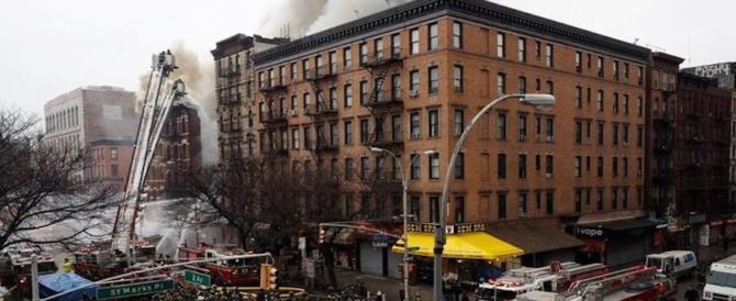 Incendio a Manhattan, almeno 18  i feriti intrappolati sotto le fiamme