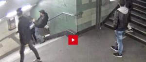 Germania sotto choc. Immigrato aggredisce senza motivo una ragazza (VIDEO)