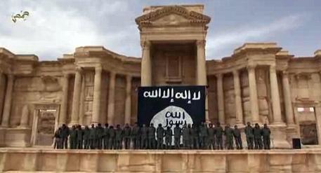 Non bastano i raid russi per salvare Palmira dalla furia islamica: l'Isis è in città