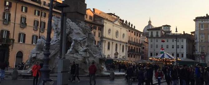 Deserto a Piazza Navona: neanche il presepe. Uno scempio lungo vent'anni