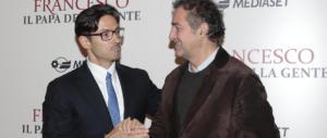 Mediaset, su Canale 5 arriva la fiction su Papa Francesco. È lotta a Vivendi