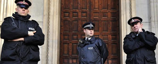 Gb, solo agenti laureati: la svolta della Polizia per «un servizio più moderno»