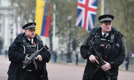 La polizia inglese nel mirino: accuse di abusi sessuali a 300 agenti