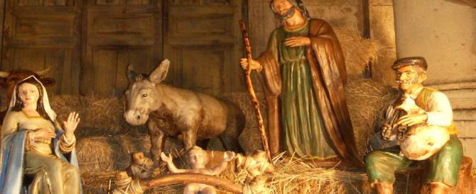Rubano un Gesù bambino di legno dal presepe, denunciati tre turisti belgi