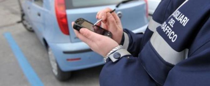 Il sindaco Sala regala un salasso ai milanesi: strisce blu più care del 30%