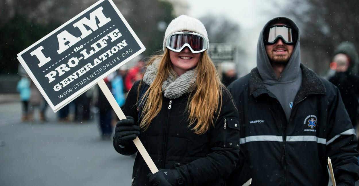 L'America anti-abortista scende in piazza. Il vice di Trump è con loro