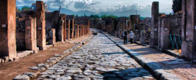 """Nuovo crollo a Pompei, ora dicono che è """"fisiologico"""" e che non c'è colpa…"""