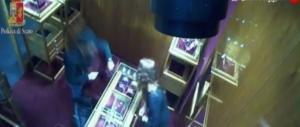 Arrestato ladro napoletano, rubò un orologio da 60.000 euro a via Condotti (video)