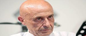 Minniti copia Silvio: accordo con la Libia sui migranti. I dubbi del Giornale