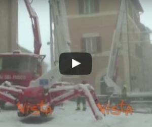 A Camerino si lavora sotto la neve per affrontare l'emergenza (video)
