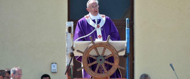 Papa Bergoglio: non saranno le burocrazie e l'alta finanza a salvarci