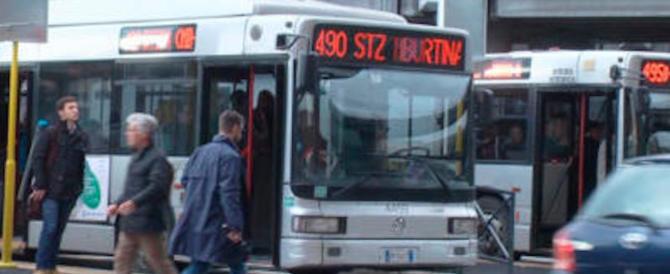 Bus Roma, solo uno su quattro paga il biglietto: l'Atac perde 80 milioni l'anno