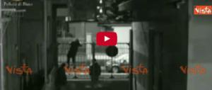 """Svaligiano un negozio ripresi dalle telecamere: arrestati """"in diretta"""" (Video)"""