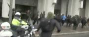 Botte tra i contestatori di Trump e polizia: prime cariche a Washington