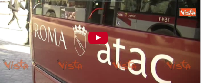 Bus in fiamme e mezzi a pezzi, ma l'Atac cerca 250 controllori (video)