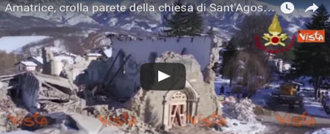 Amatrice, crolla un'altra parete della chiesa di Sant'Agostino (video)