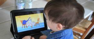 Salute, vietare pc e tablet ai bambini? Arriva un libro-bussola per i genitori