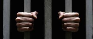 Non si ferma la violenza dei detenuti stranieri: agente aggredito da un 18enne