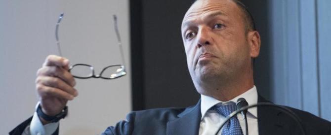 Rivolta in Forza Italia contro il ritorno di Alfano. E Berlusconi frena