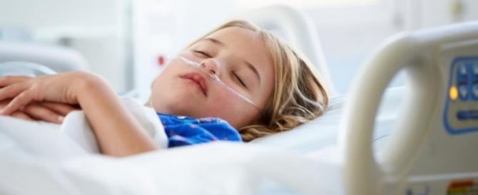 Record di tonsillite, bimbi a letto dopo le Feste: virus e batteri colpevoli