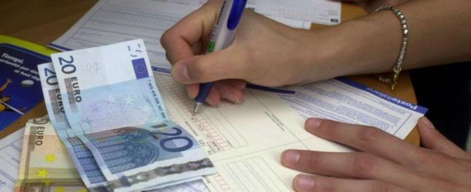 Le mani nelle tasche degli italiani: l'aumento dell'Iva è dietro l'angolo