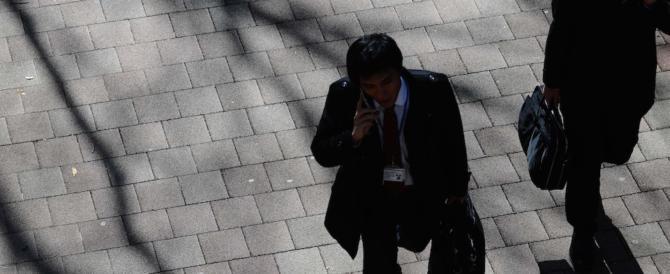 Poletti sarà contento: in forte aumento i giovani che se ne vanno dall'Italia