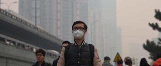 """La Cina """"stesa"""" dallo smog. È paralisi: scuole chiuse e voli cancellati"""