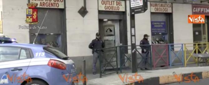 """Torino, chiusi otto """"compro oro"""": le colf rubavano oggetti di valore (video)"""