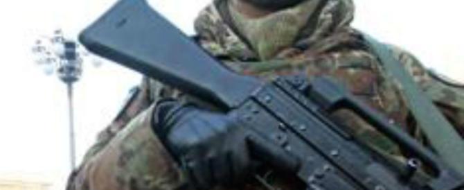 Espulsi 2 pakistani radicalizzati: su Fb foto col mitra e invocazioni ad Allah