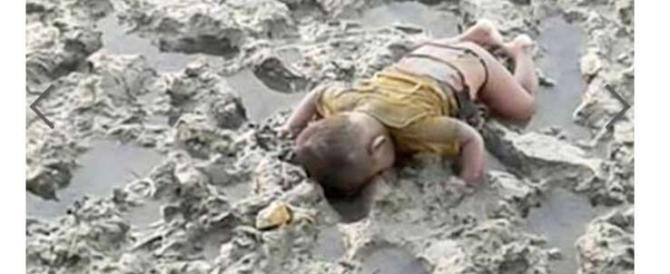 """Un'altra foto di un bimbo morto diventa per l'Occidente rito di """"purificazione"""""""