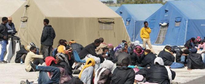 Migranti, nuovo scandalo in un centro d'accoglienza: gonfiavano le fatture