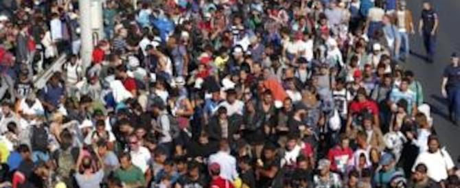 Migranti, sbarchi senza fine e porti al collasso. Gasparri: ora blocco navale
