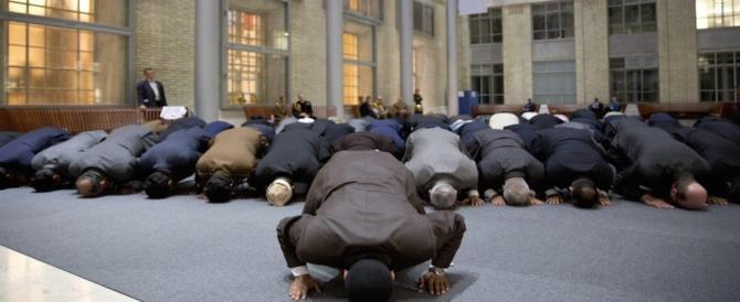 Albo per controllare imam e moschee: il Pd dice no alla legge (colpa di Fiano)
