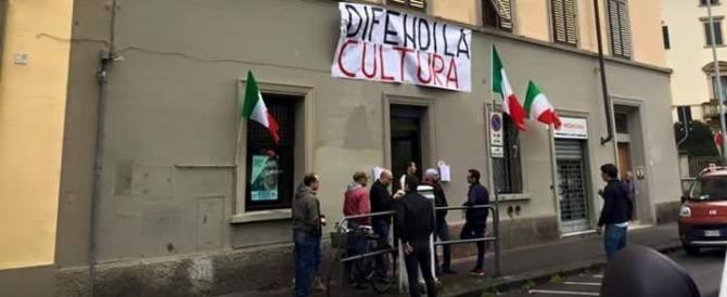 Firenze, bomba alla libreria di CasaPound: artificiere perde occhio e mano