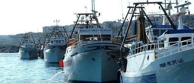 I libici mitragliano un peschereccio italiano. E il nostro governo che fa?