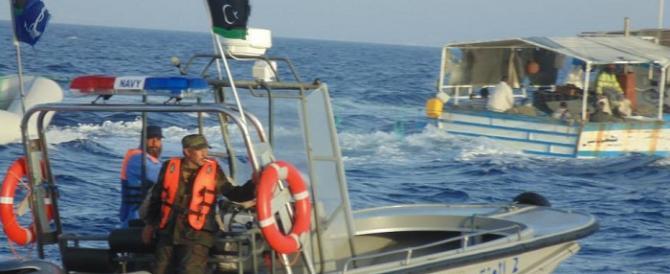 Motovedetta libica spara contro tre pescherecci italiani. Salvi per miracolo
