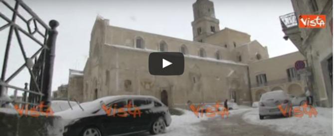 Le spettacolari immagini della neve che copre il centro di Matera (video)