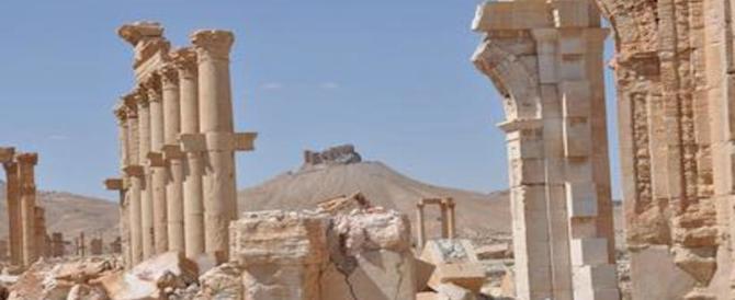 Palmira, un altro scempio dell'Isis: distrutta la facciata del teatro romano