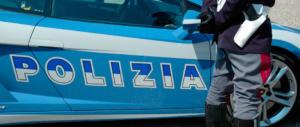 Torino, mamma accoltella il figlio di 7 anni e si lancia dal balcone. Grave il piccolo