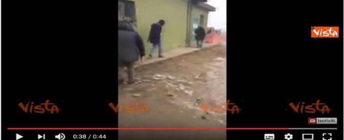 """Rampelli (FdI) al campo profughi di Cona: """"Un disastro"""" (video)"""