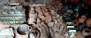 Beni archeologici rubati e nascosti in un centro di fisioterapia: due arrestati