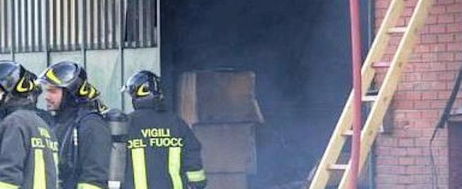 Sesto Fiorentino, rogo a un capannone occupato dagli immigrati: un morto