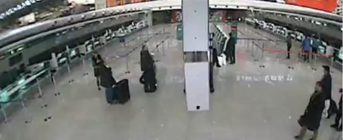 Simulava il trasporto di materiali e rubava rame in aeroporto: arrestato romeno