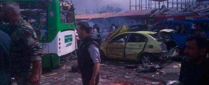 Siria, autobomba al mercato di Azaz. 60 morti e oltre cento feriti