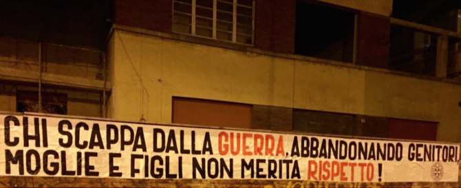 Striscione di CasaPound: «Chi scappa dalla guerra non merita rispetto»